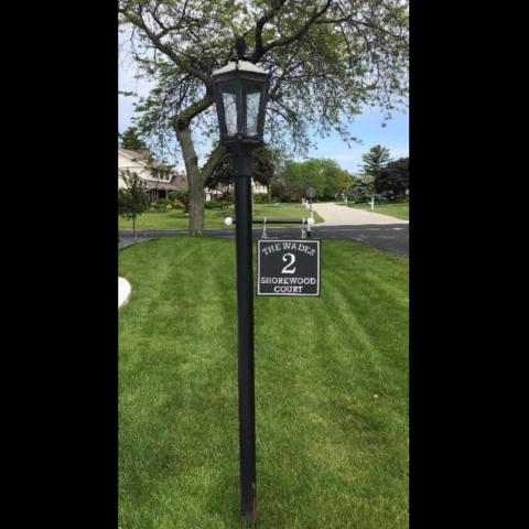 Custom sign for lamp post using black-white-black color core