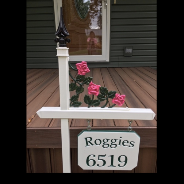 Customer ordered white Lawn Sign Holder with a Rose Scroll and painted the top and rose scroll herself